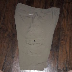 Men's sz 38 Columbia khaki shorts excel shape